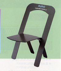 プラスチックダンボール製の椅子